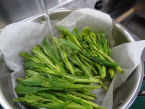 中火菜の花蒸す